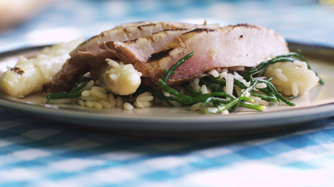 Gegrilde zwaardvis met een asperge-rijstsalade