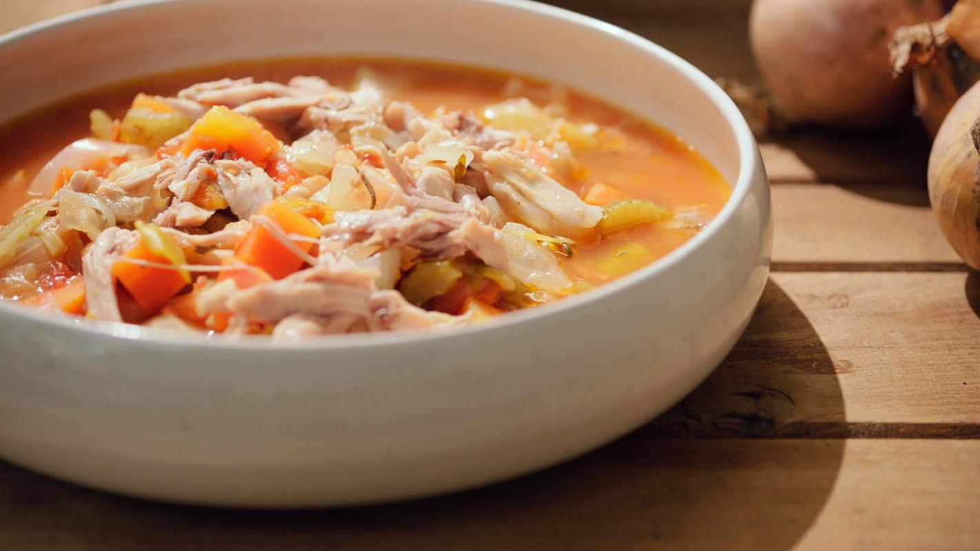 Dikke groentesoep met kippenbillen