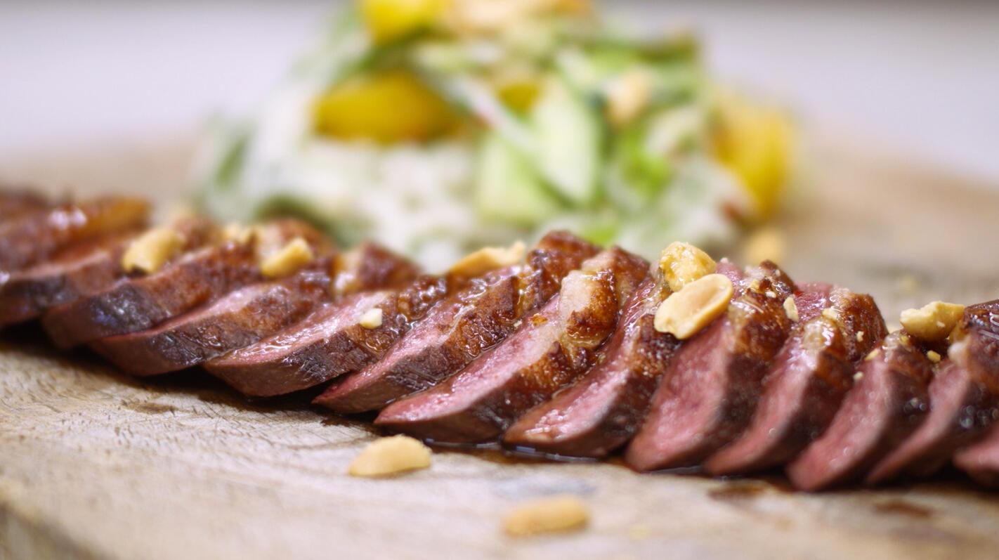Tataki van eend met een noedelsalade
