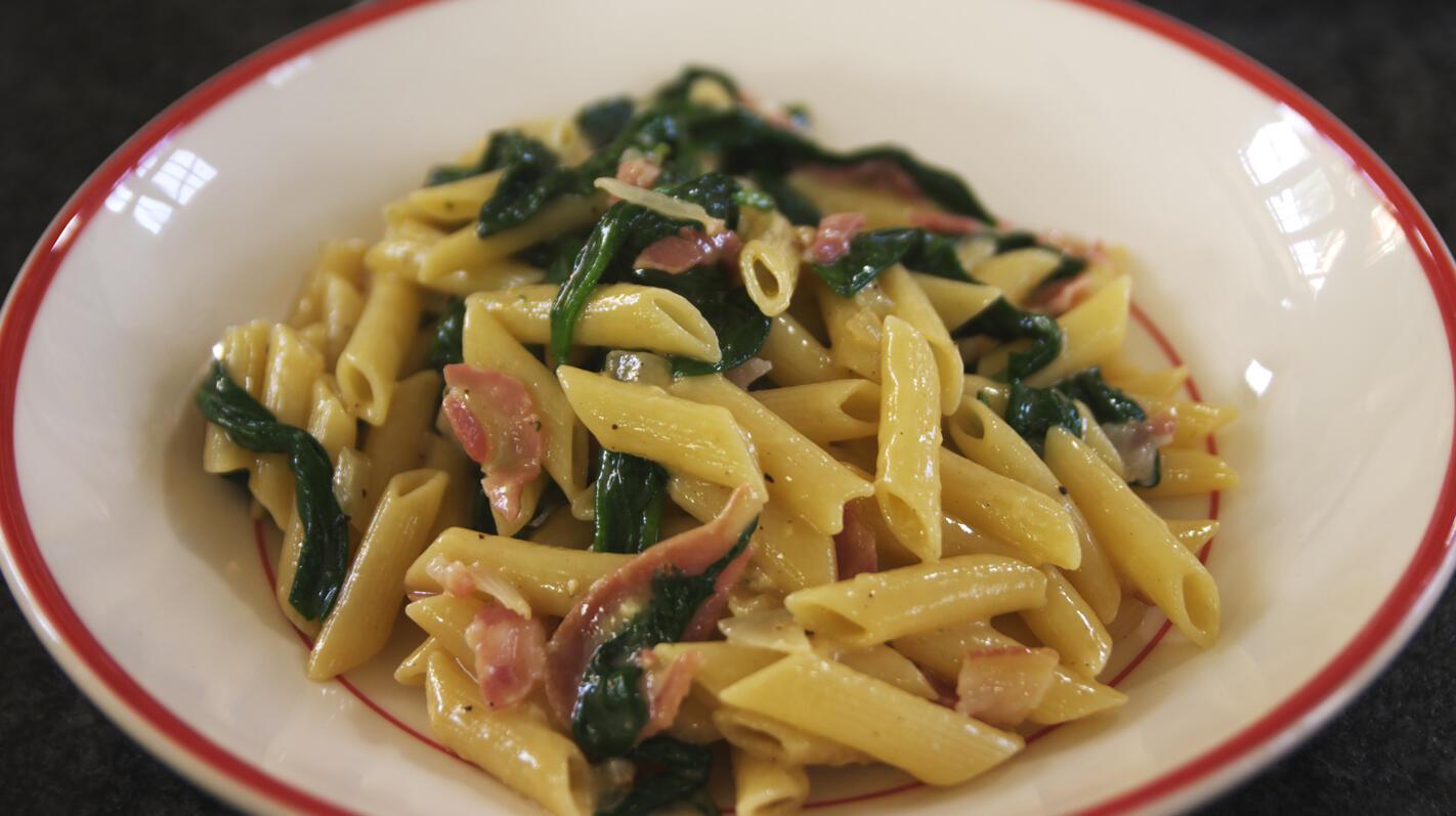 pasta met pancetta en spinazie