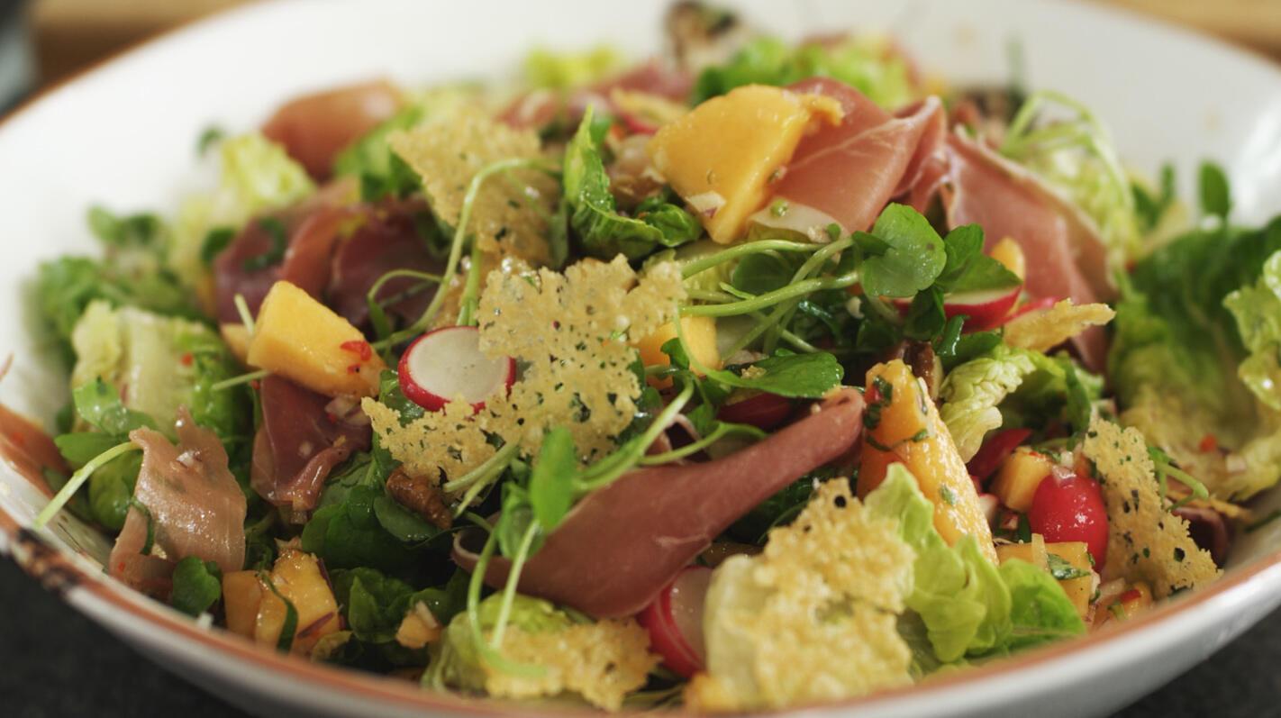 Salade met rauwe ham en meloensalsa