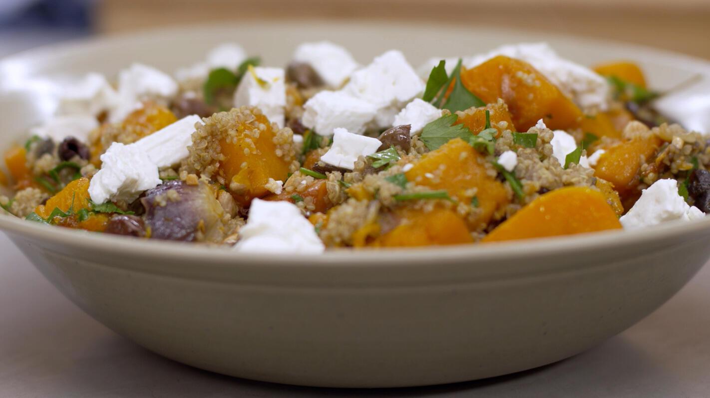 Warme salade met geroosterde pompoen, quinoa en feta