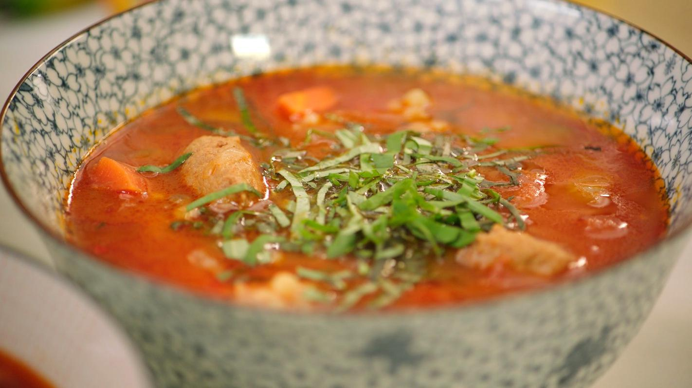 Pittige tomatensoep met fregola en merguez
