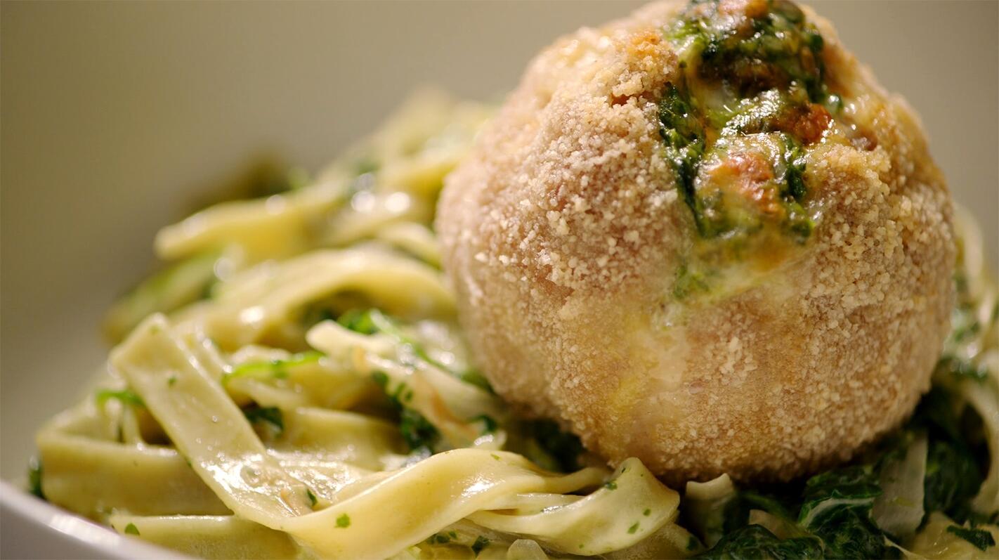 Gevulde gehaktballen met pasta verde