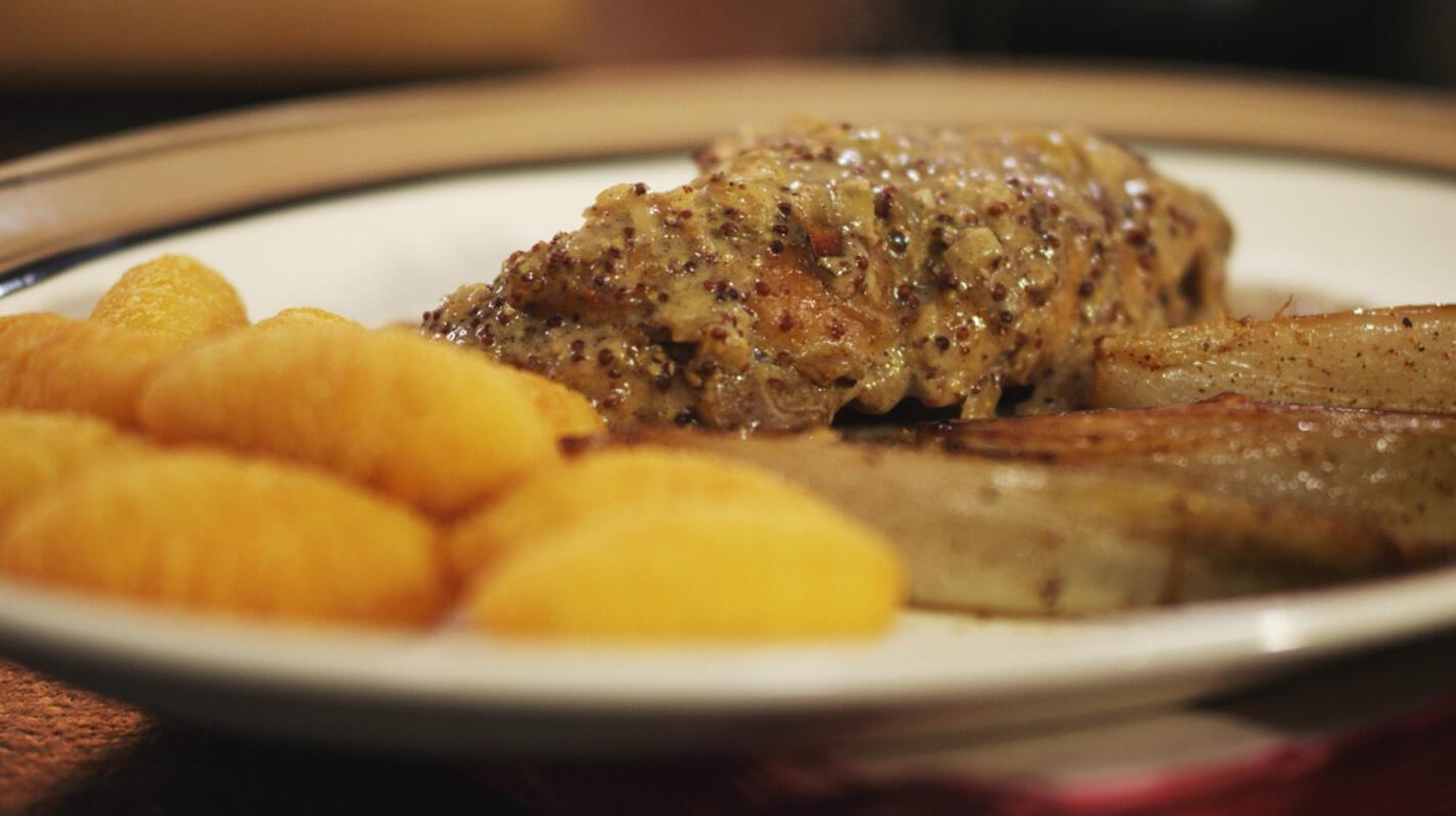 Konijnenbout in mosterdsaus met gebakken witloof