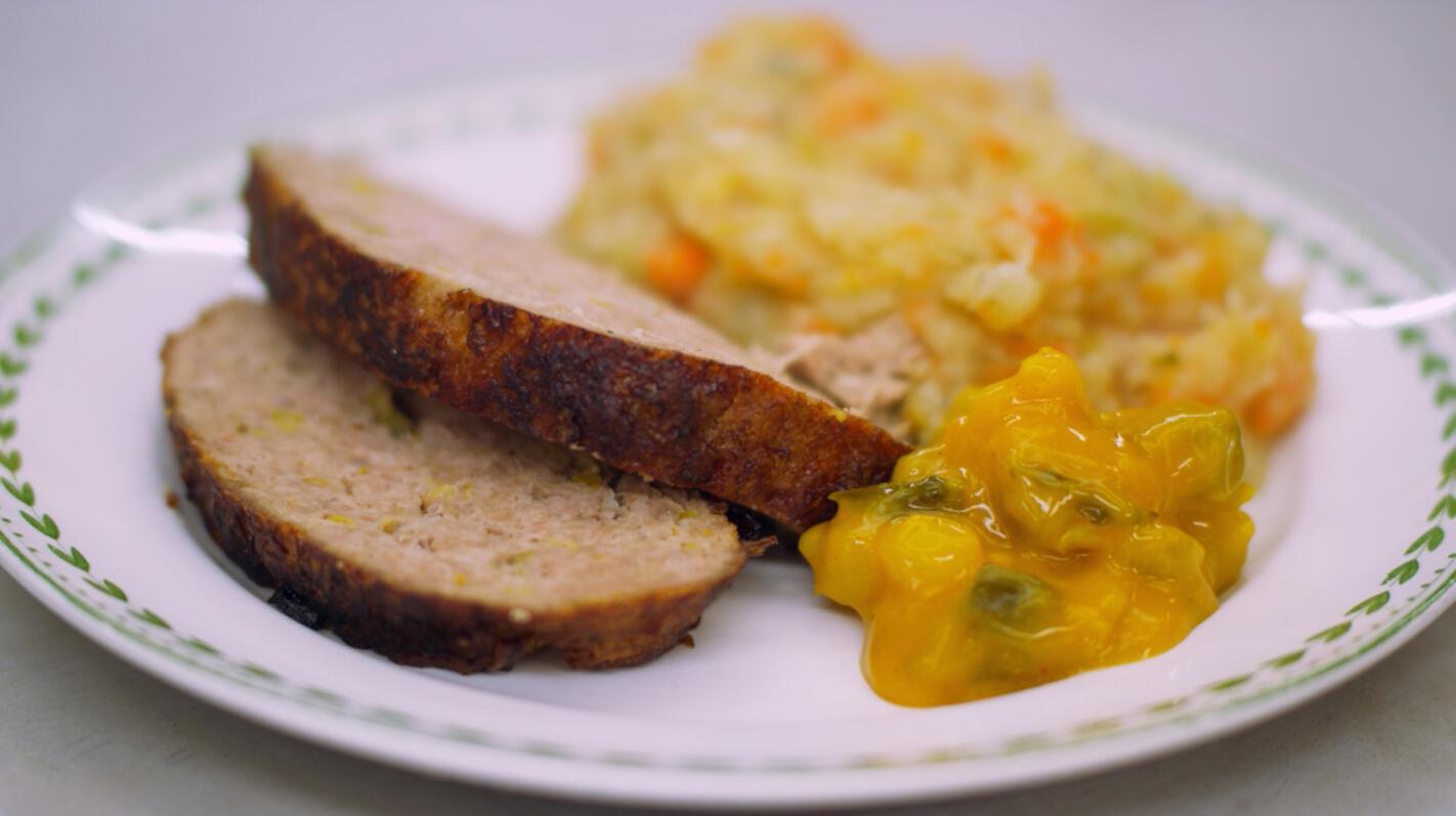 Gehaktbrood met fijne prei en groentepuree