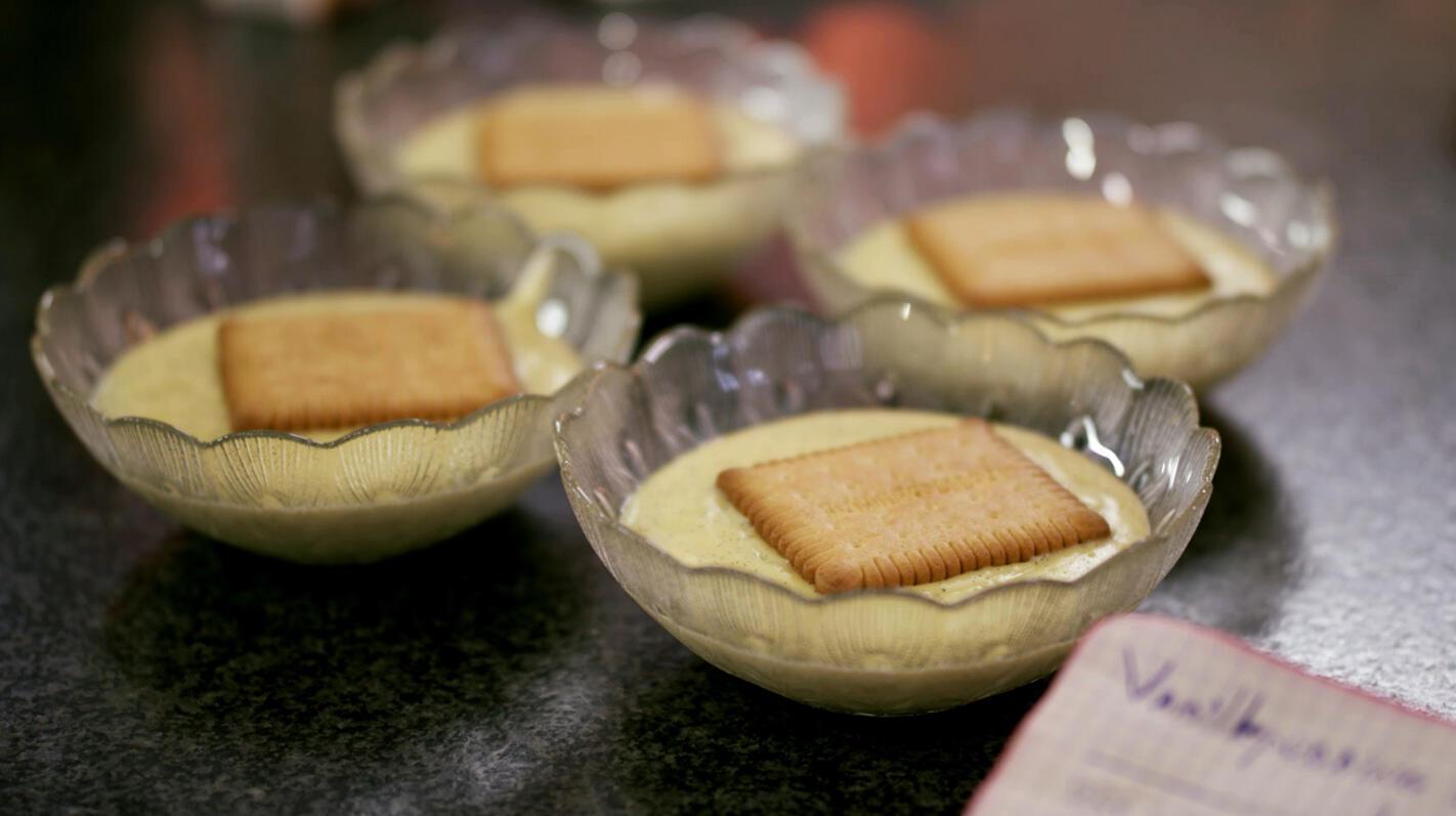 Vanillepudding met petit-beurrekoekjes