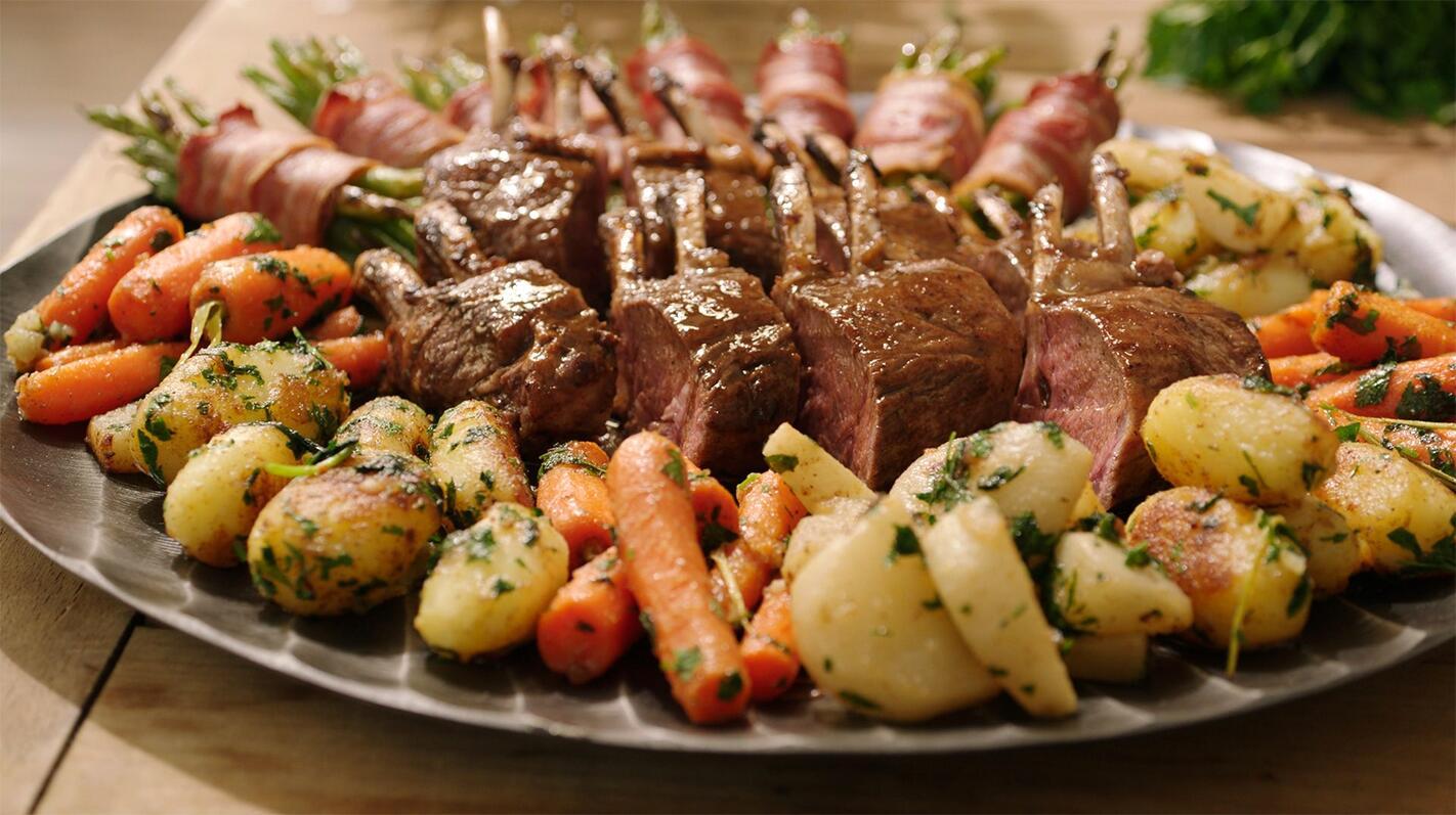 Lamskroon met groentekrans en boontjes in spek