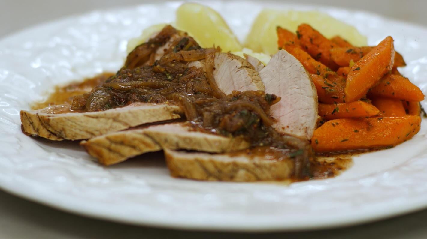 Kalfsgebraad met wortelen en saus met salie
