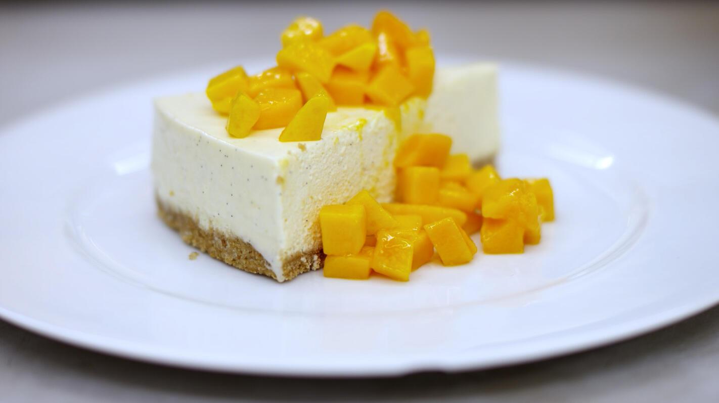 Vanillebavarois met mango en volkoren koekjes
