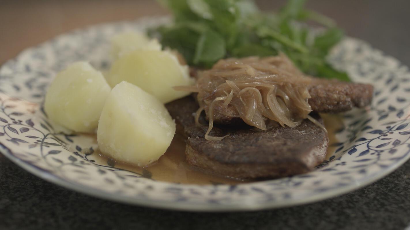 Kalfslever in madeirasaus met sjalot en aardappelen