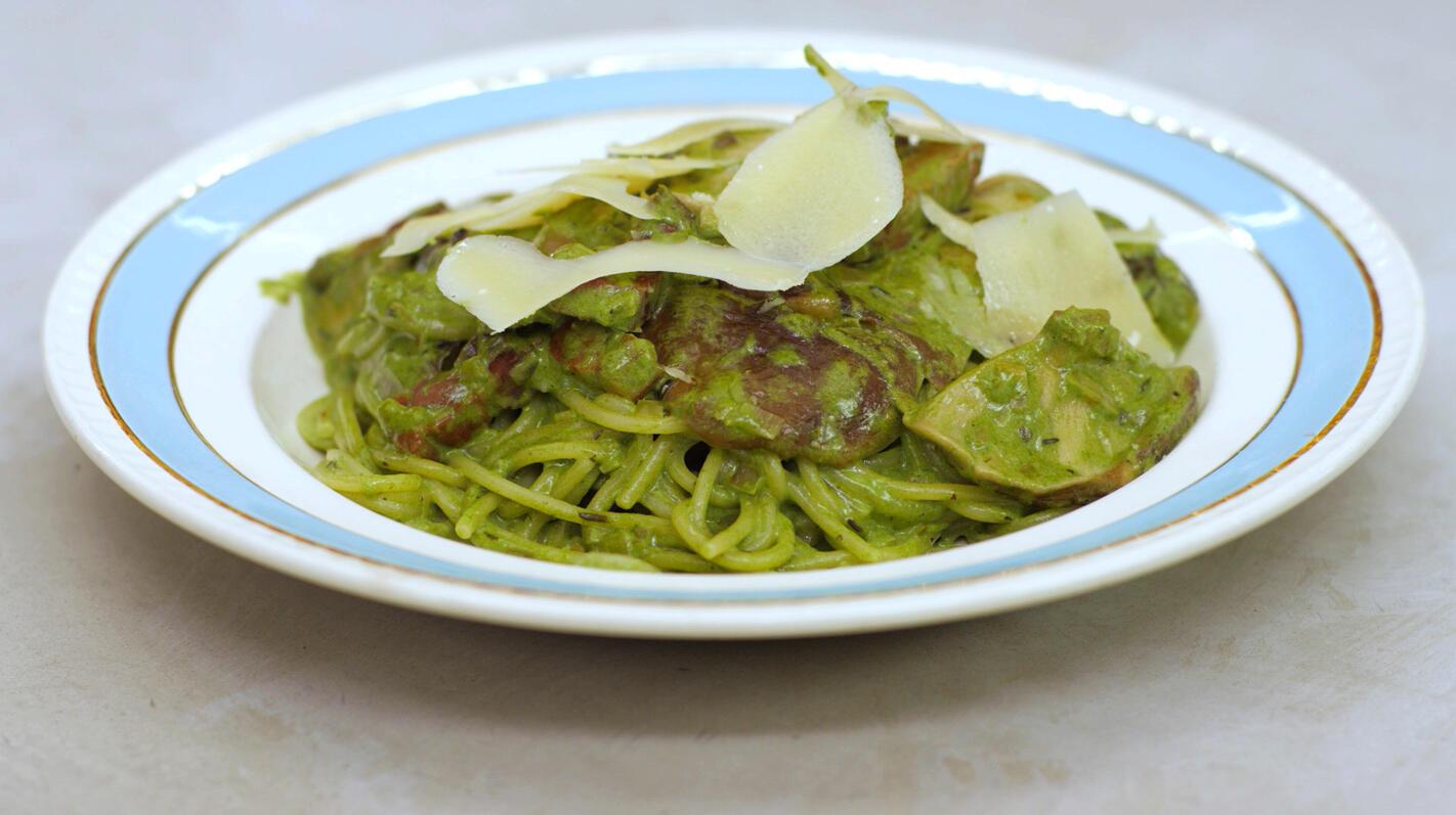 Spaghetti met spekjes, shiitake en groene kruiden