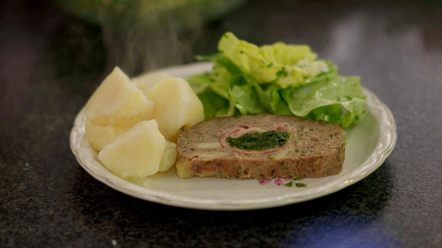 Gehaktbrood met ham, spinazie en abdijkaas