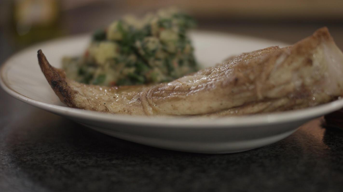 Rog met geplette aardappel en kruiden