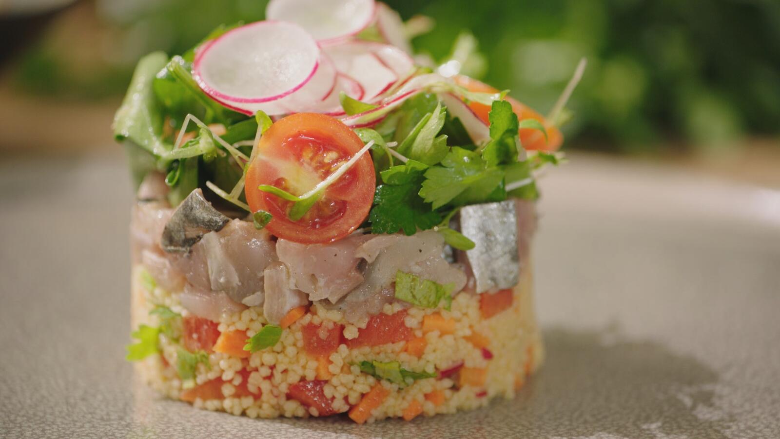 Tartaar van makreel met couscous en avocadosalade