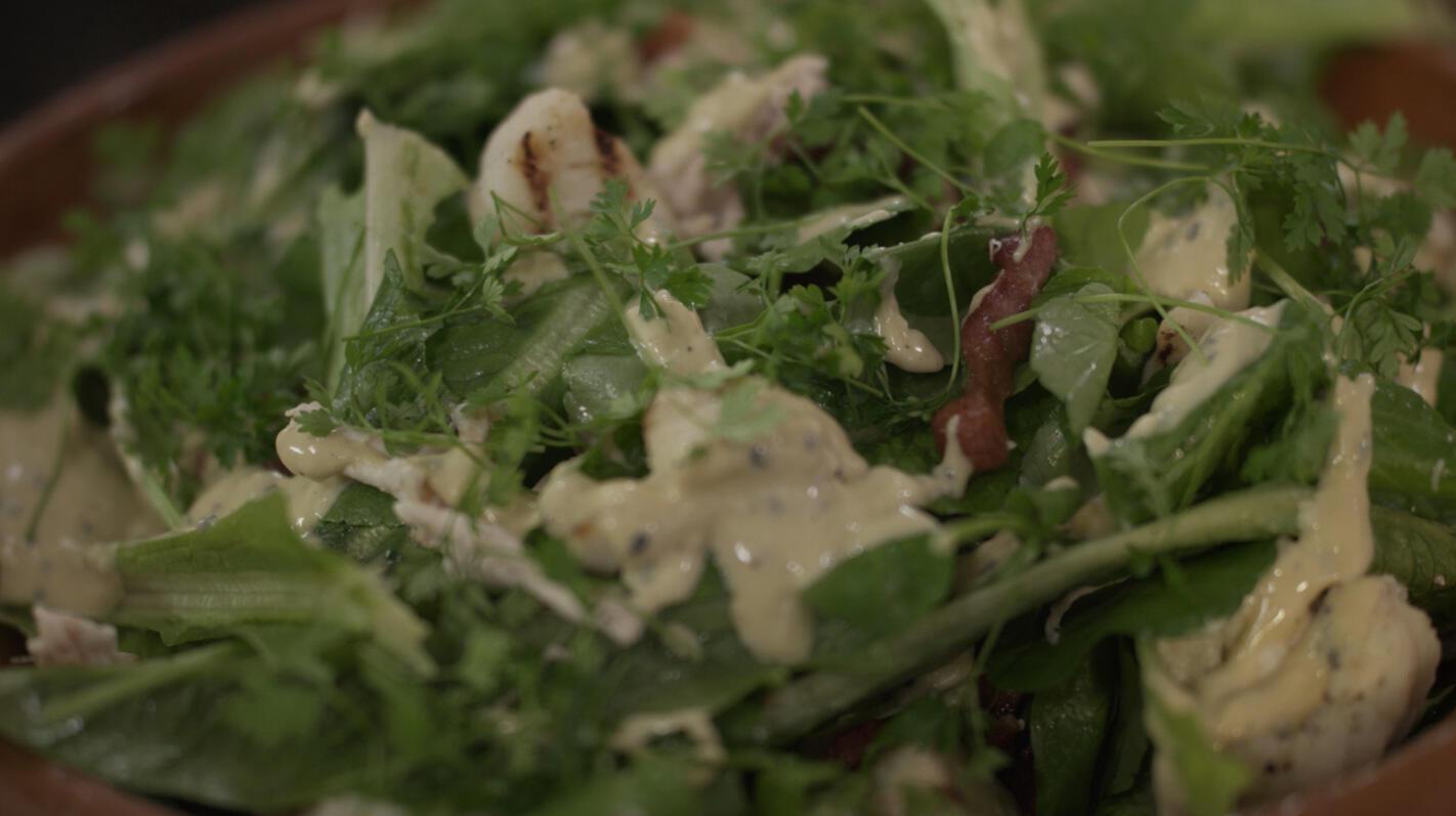 Salade van gegrilde bloemkool met kip