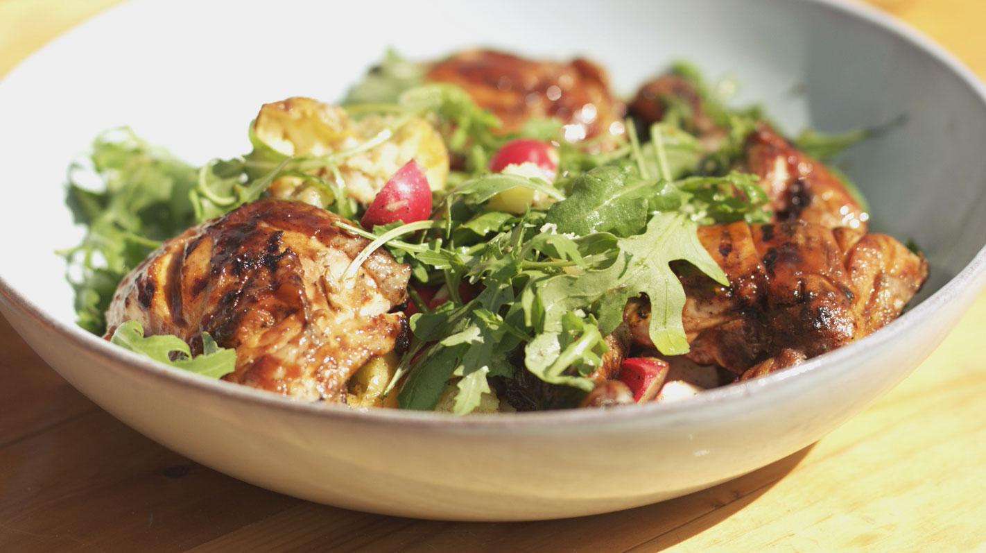 Kip op de grill met een salade van gepofte aardappelen