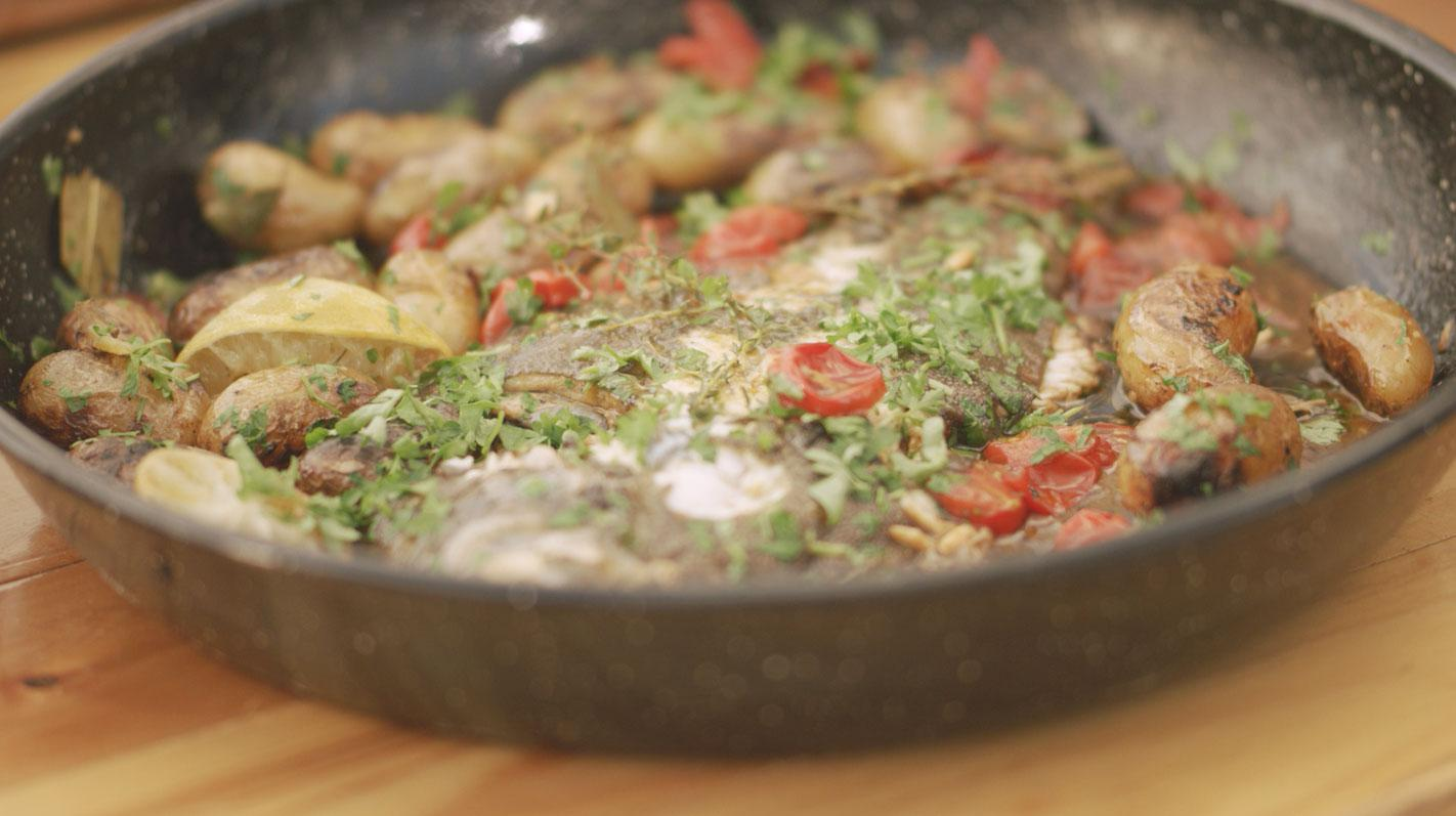 Pladijs met limoenboter, tomaat en primeurpatatjes