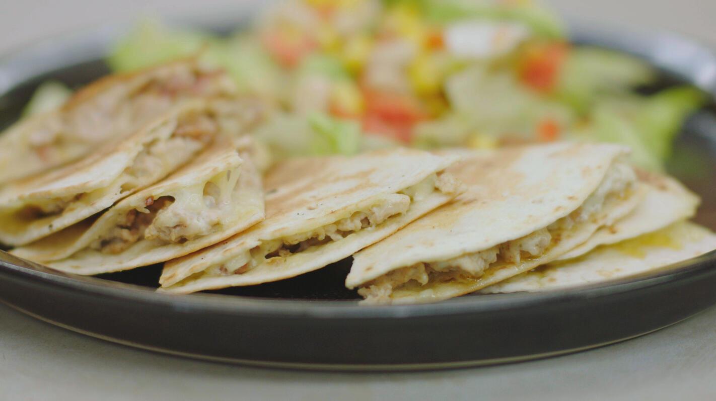 Quesadilla's met gevogeltegehakt, spek en ui