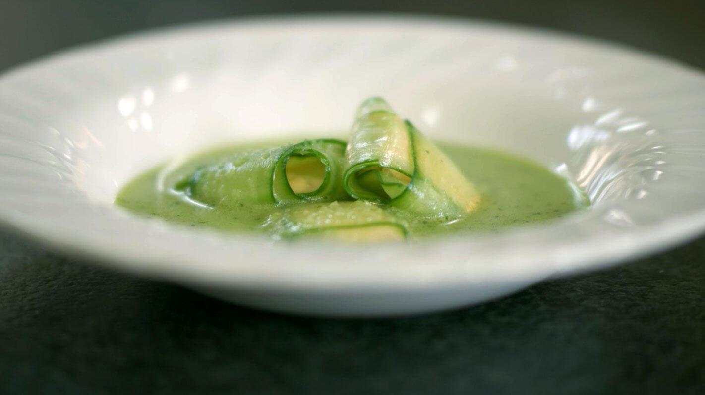 Groene gazpacho met komkommerravioli