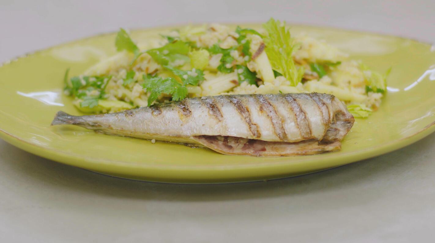 Gegrilde makreel en bulgursalade met appel en selder