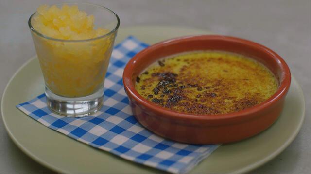 Crème brûlée met pisang ambon & sinaasappelgranité