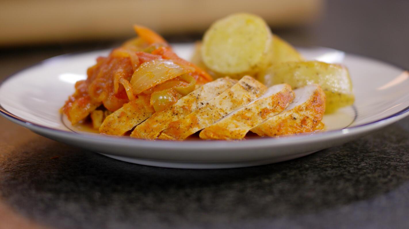 Kipfilet met piperade en geroosterde aardappelen