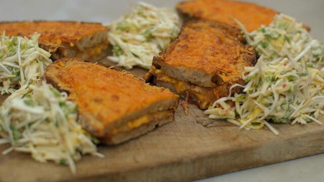 croque met vers brood, belgische witloof, droge ham en kaas