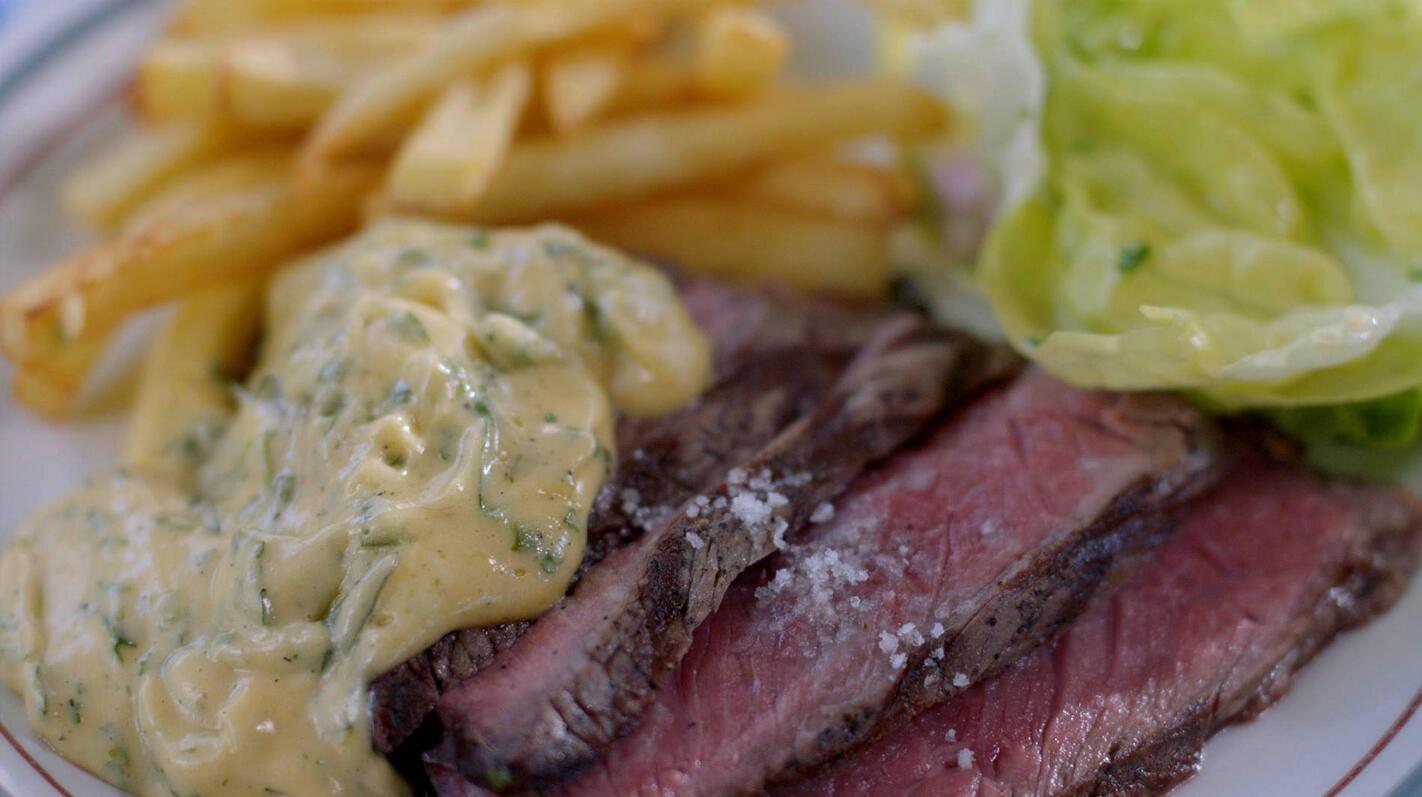 Steak-friet met sla en béarnaise