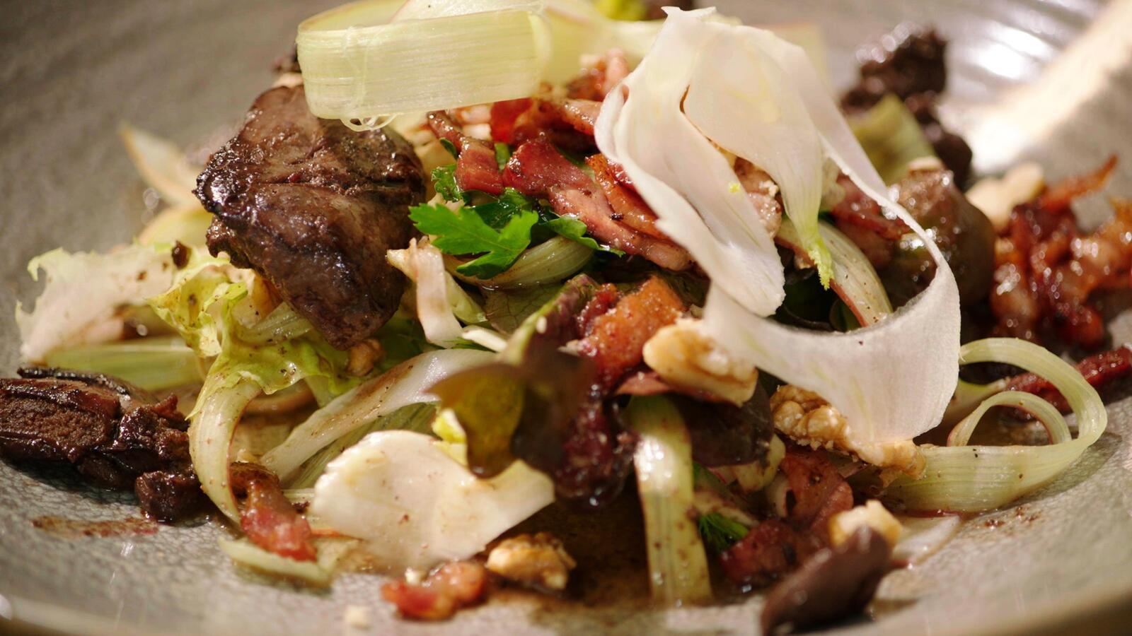 Salade met rabarber, venkel en kippenlevertjes