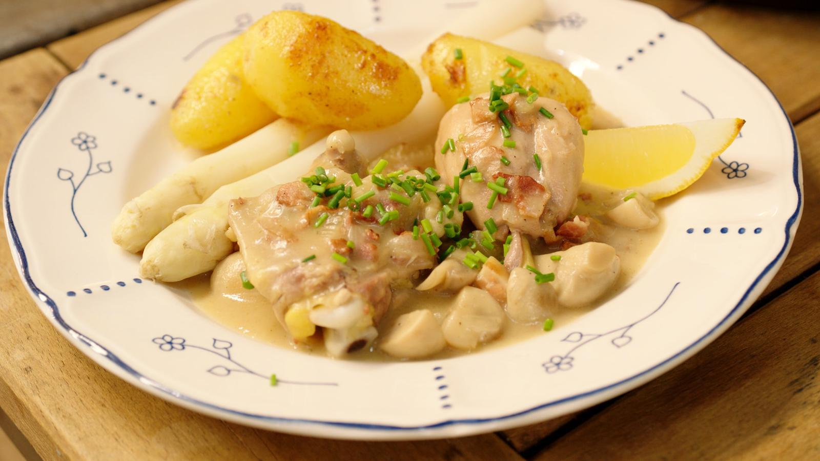 Stoofpot van kip met asperges en gebakken aardappelen