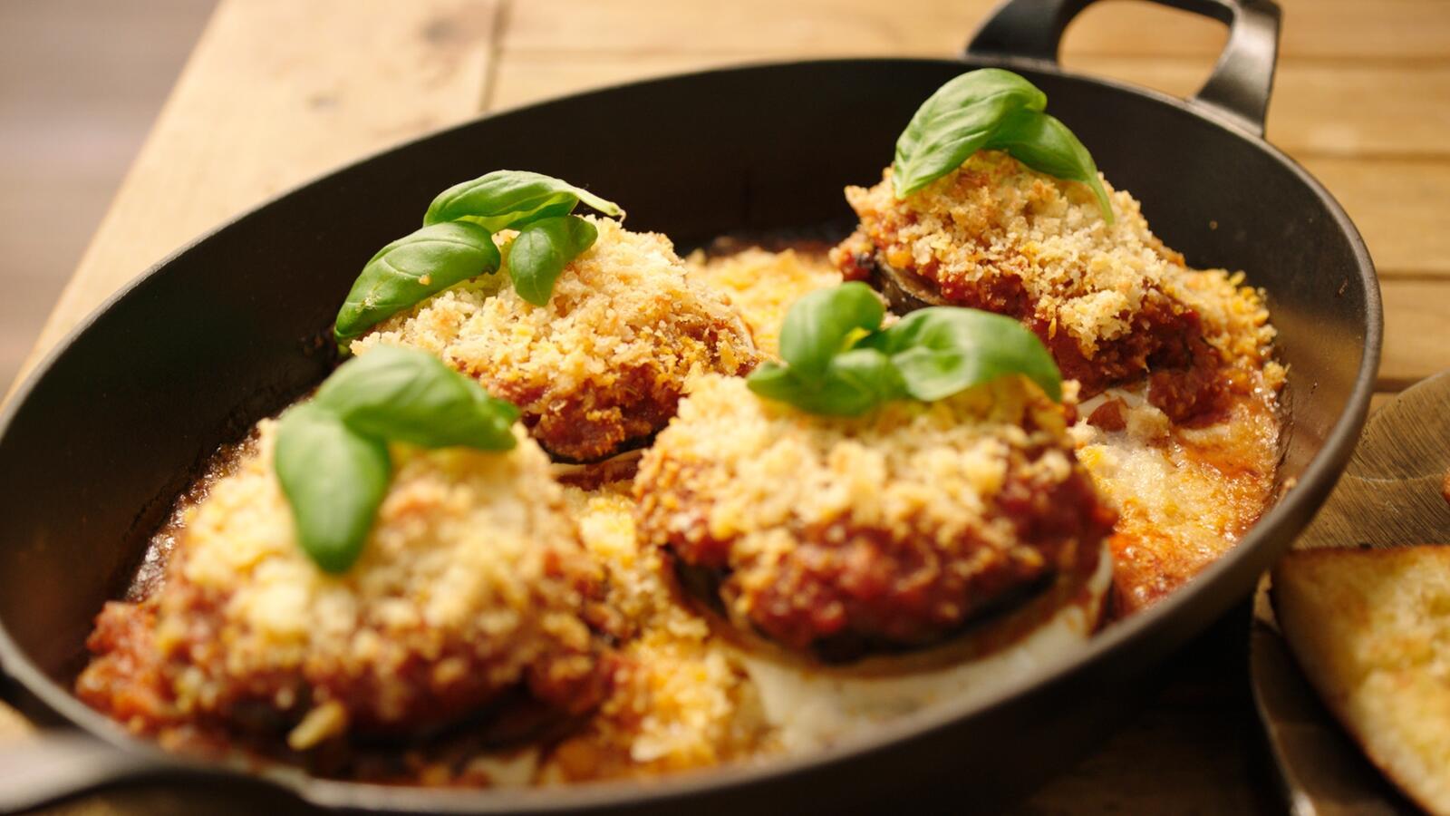 Ovenschotel met koolrabi, aubergine en parmezaan