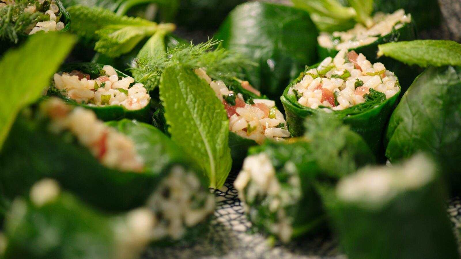 Dolmades van spinazie met paprikaharissa