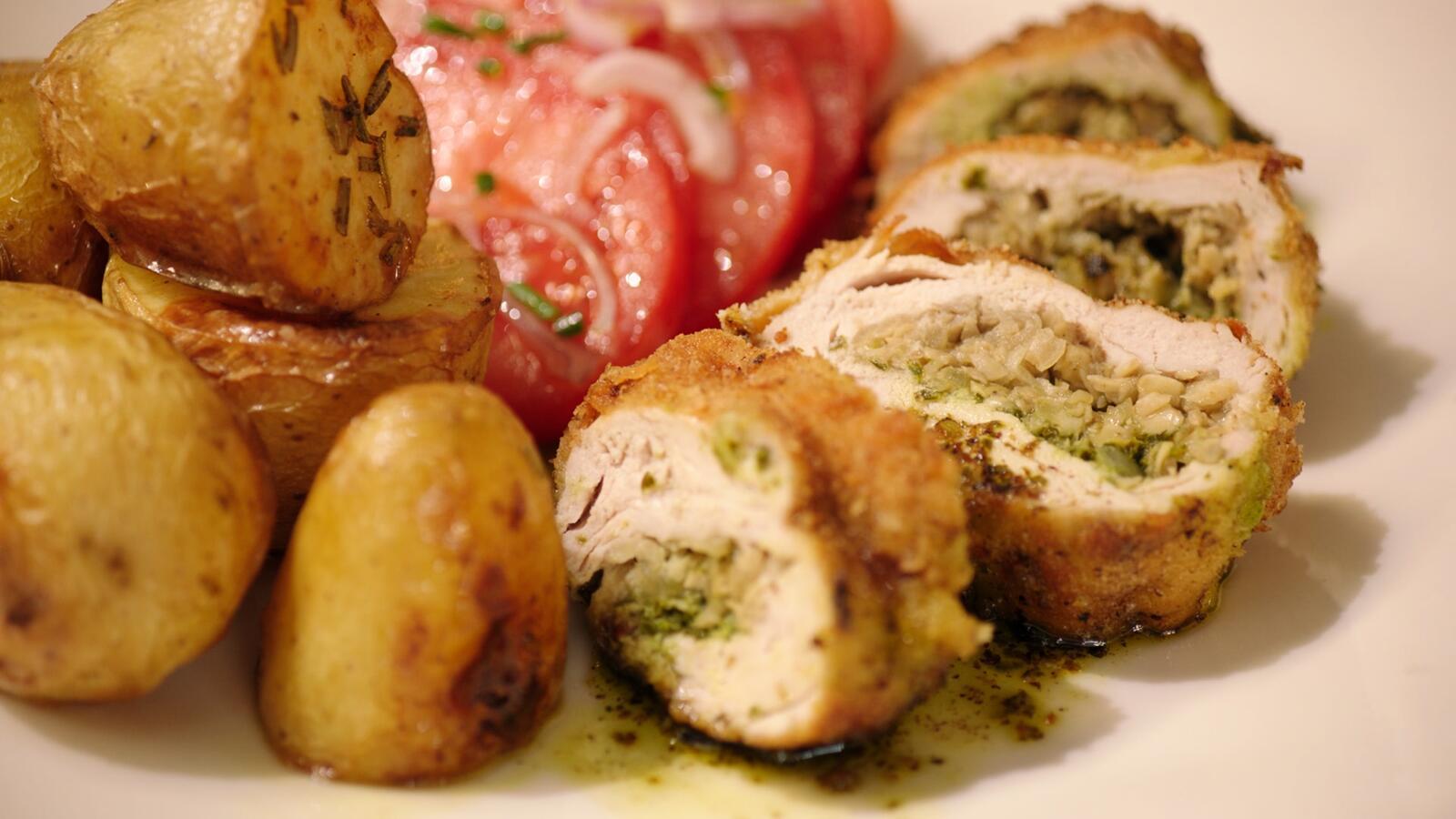 Parelhoen 'Kiev' met gebakken aardappelen