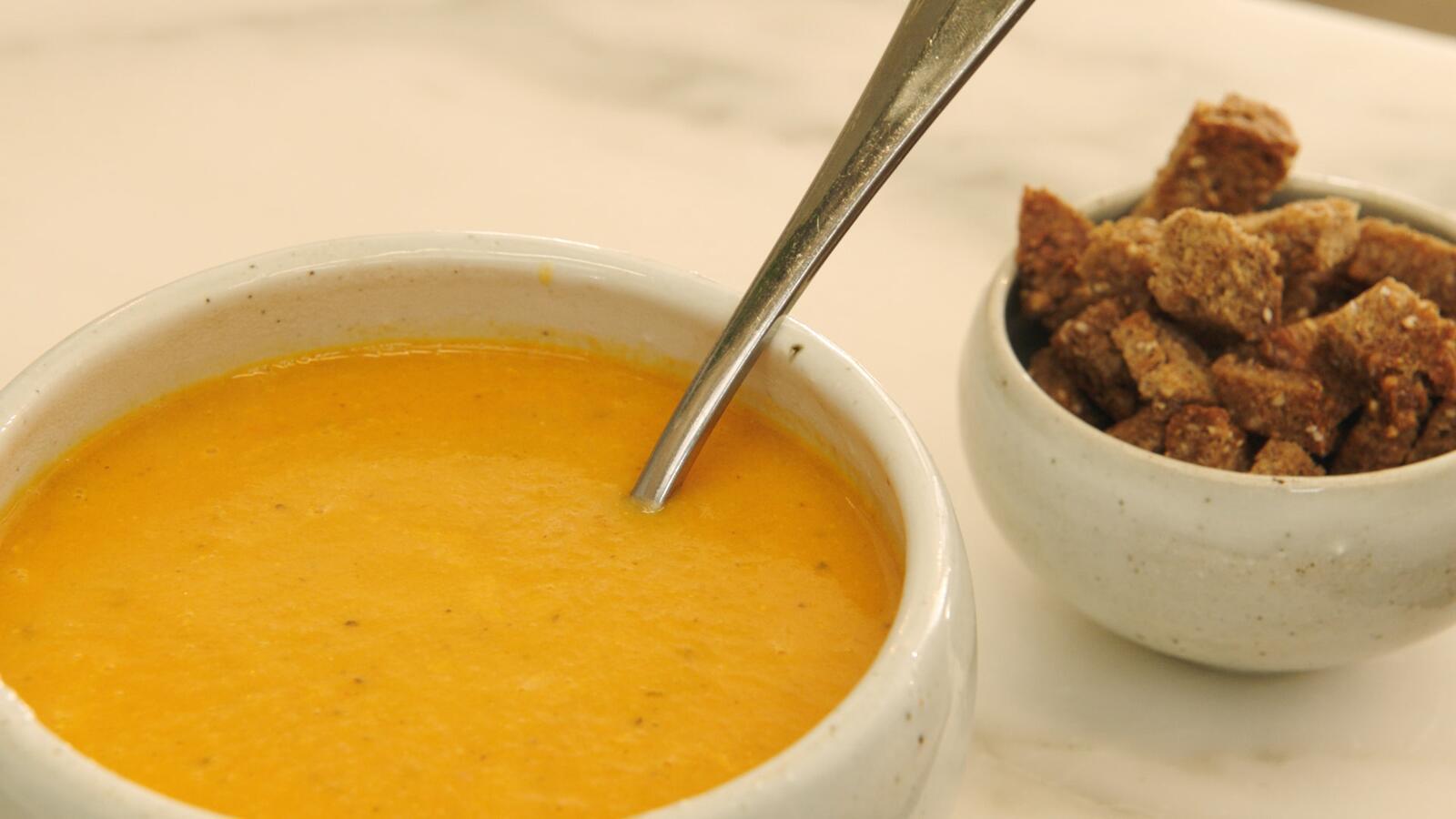 Courgettesoep met tomaat en mascarpone