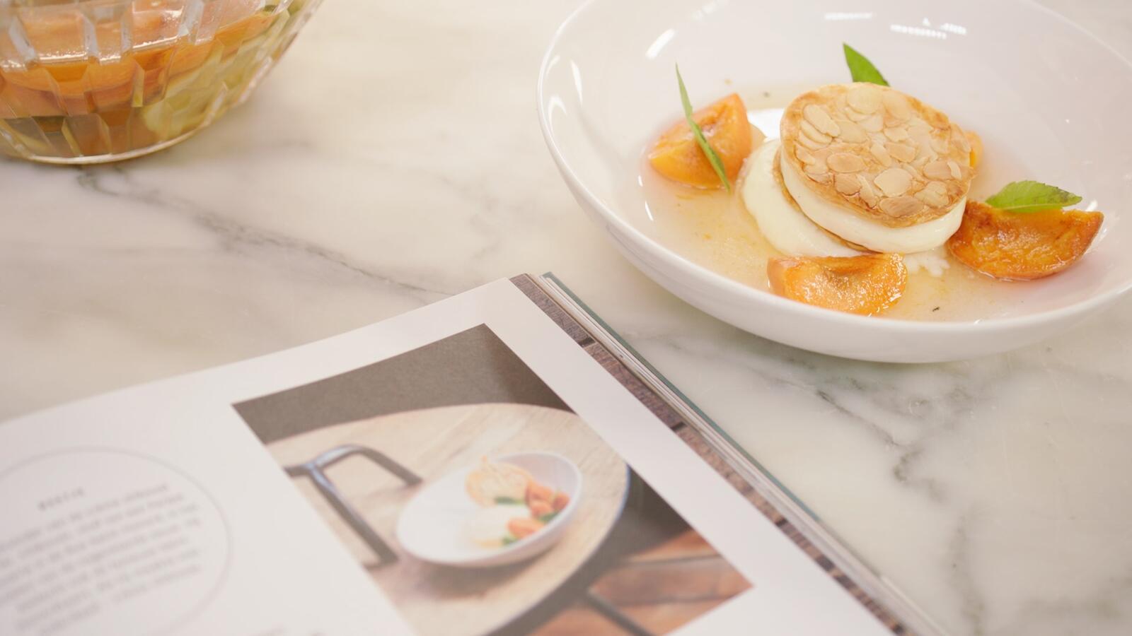 Millefeuille met gepocheerde abrikozen en crème chiboust