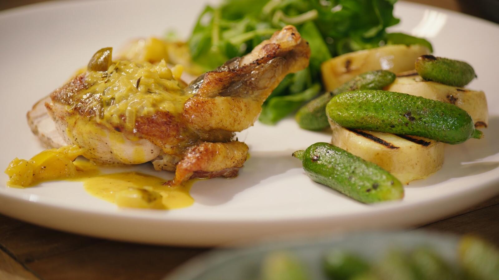 Parelhoen 'crosse & blackwell' met gegrilde aardappel en augurk