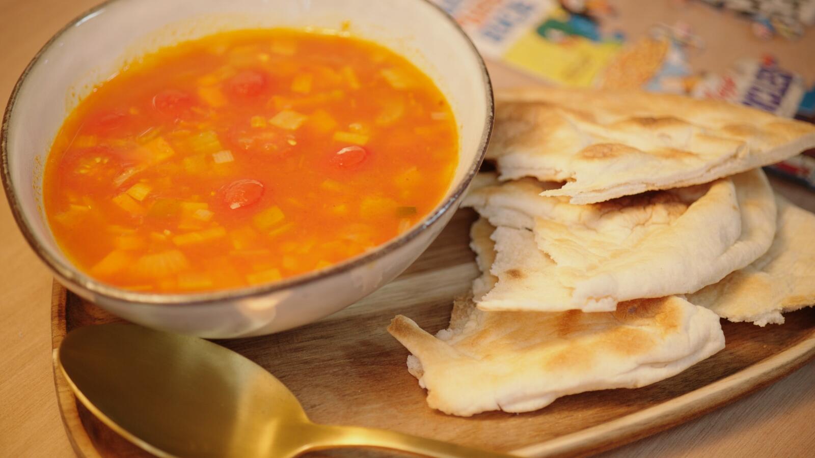 Wortel/kerstomatensoep met rode curry