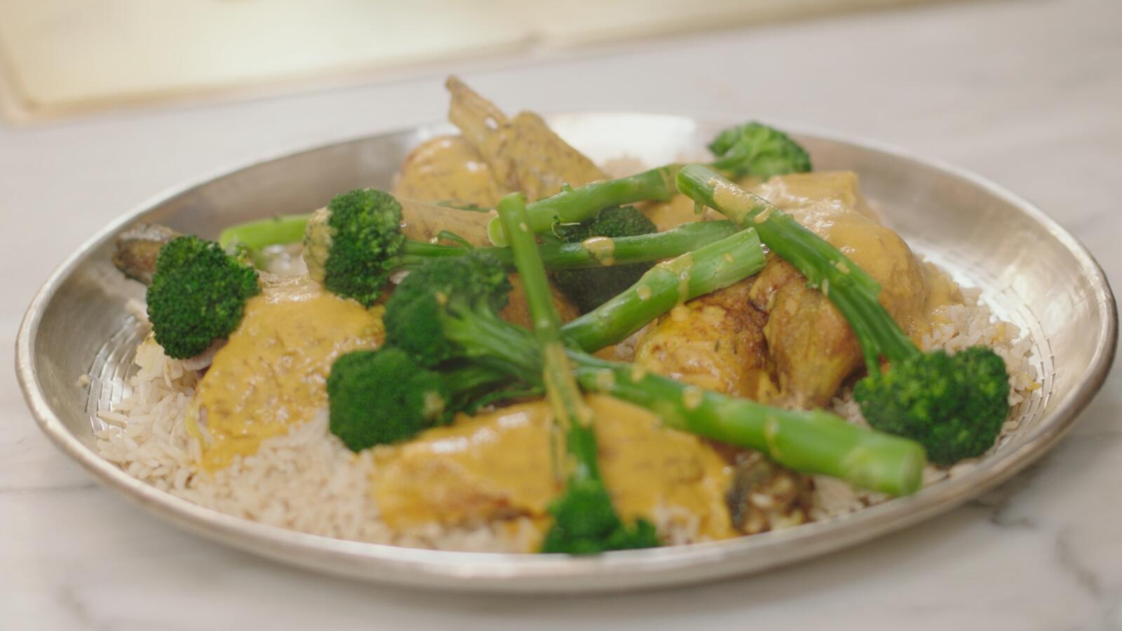 Kip met curry, rijst en bimi