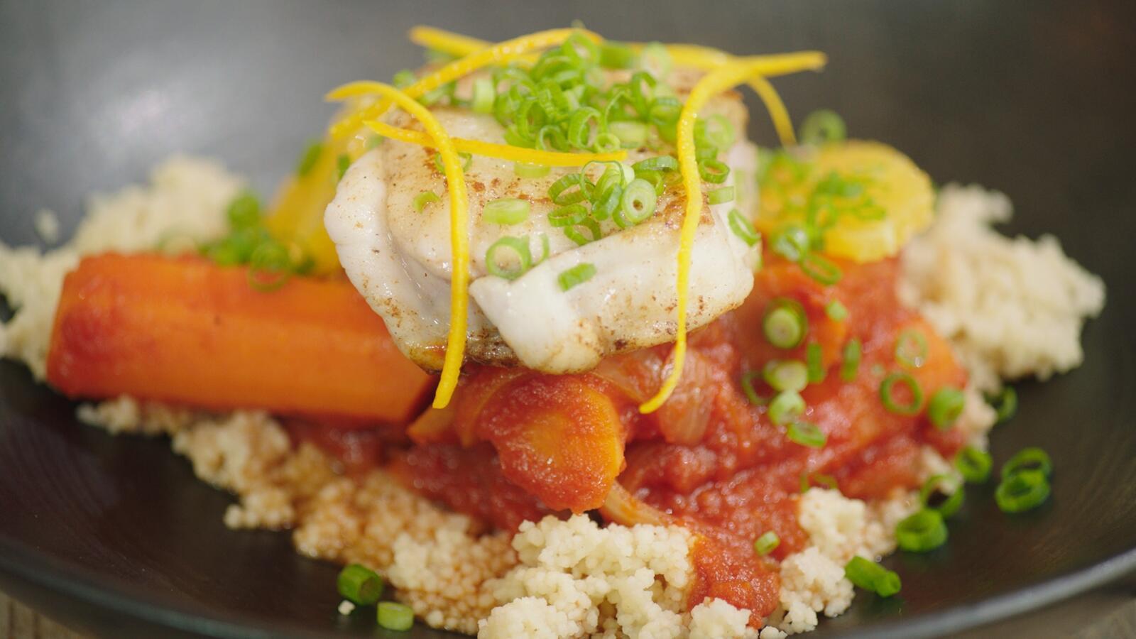 Zeeduivel met couscous, sinaasappel en wortel