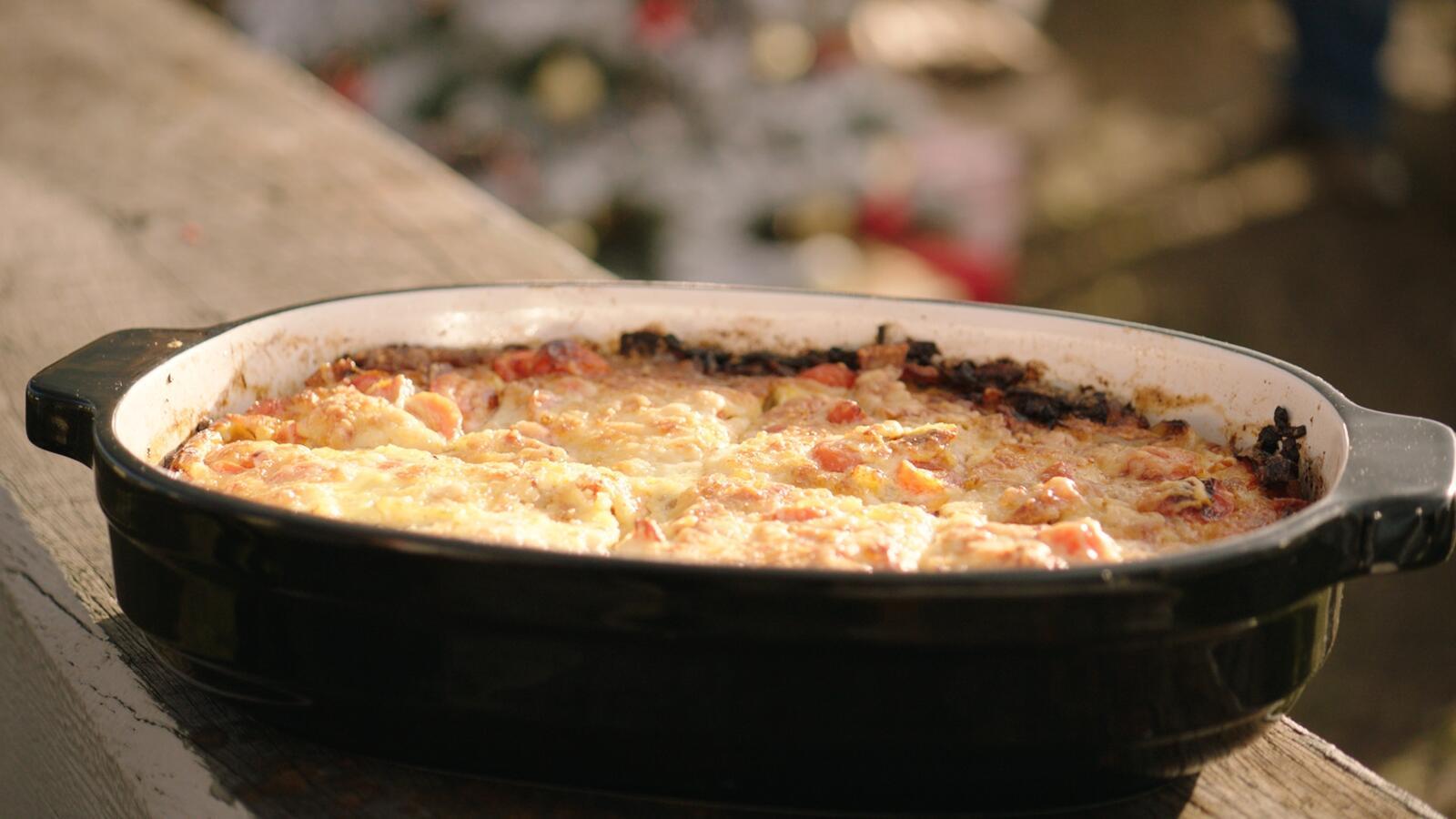 Omelet met worstjes, spinazie en kaas & omelet met tomaat, spek en kaas
