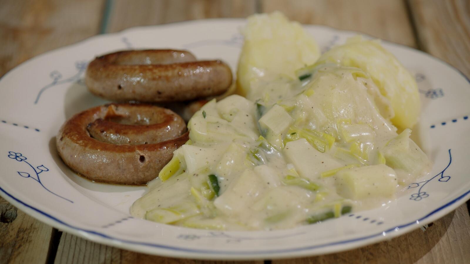 Chipolata met prei in witte saus en aardappelen