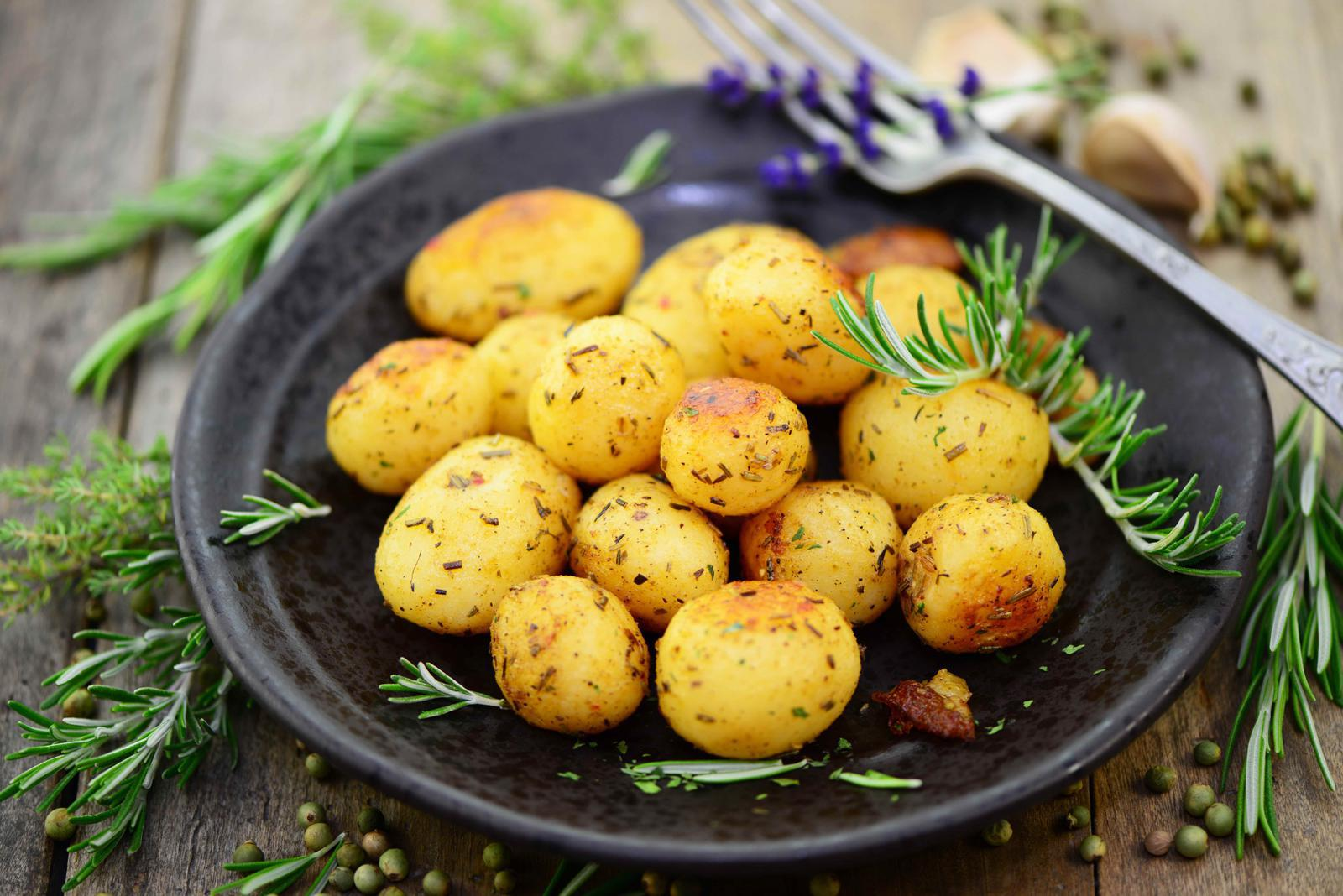 aardappels bakken kruiden