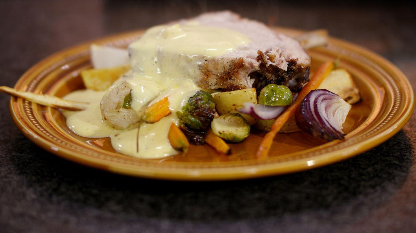 Varkenskroon met wintergroenten en picklesmousseline