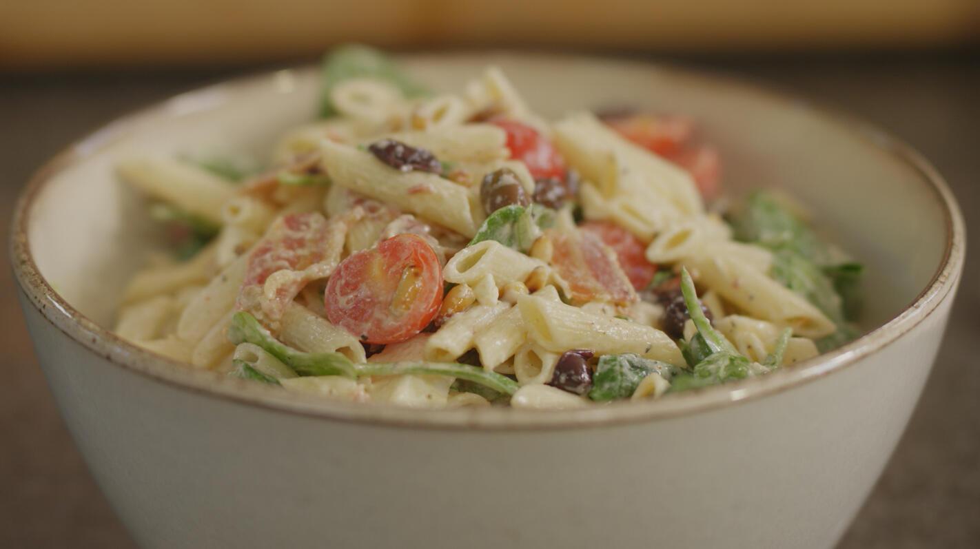 Koude pastasalade met spek en feta