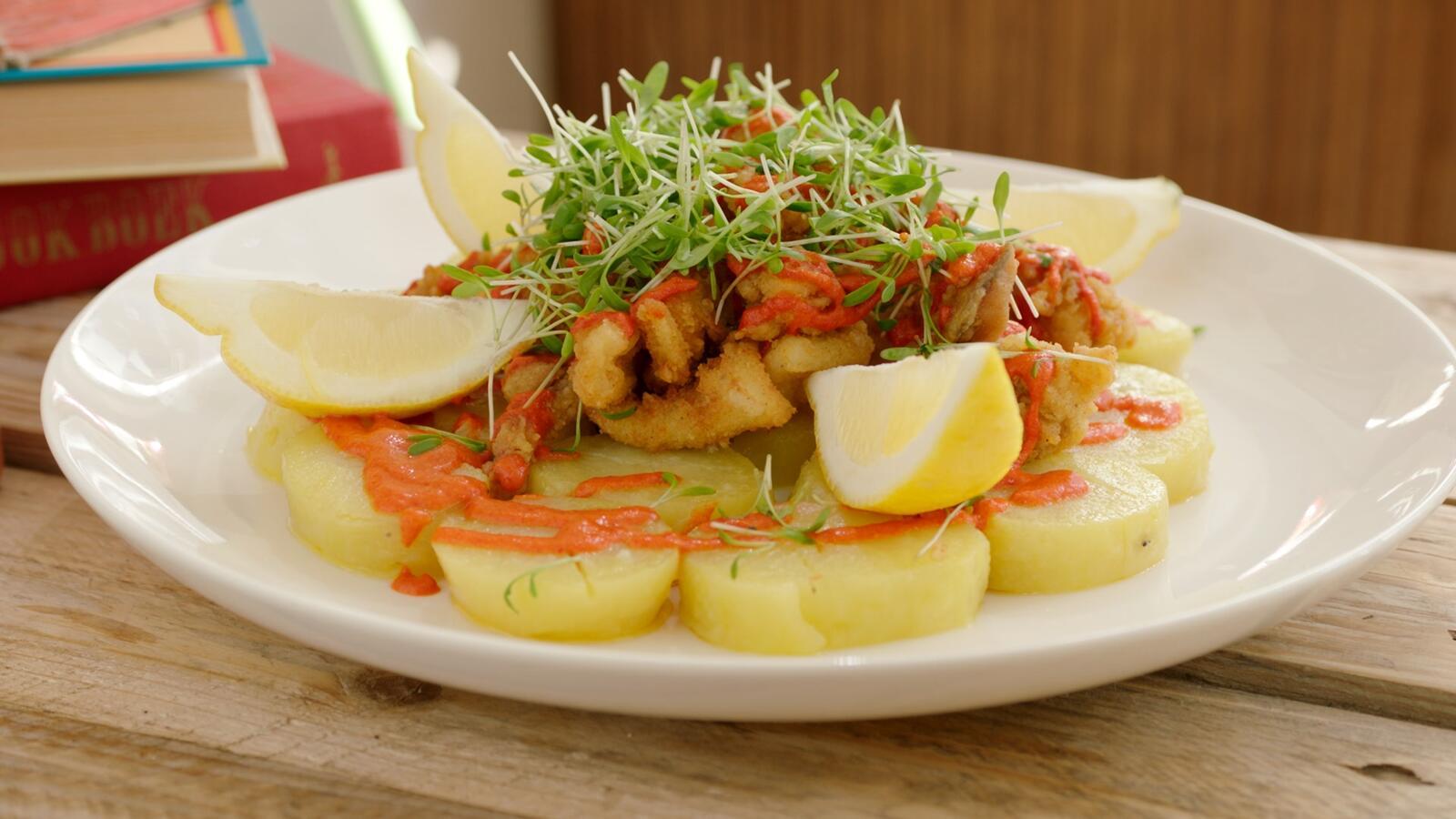 Gegrilde inktvis met patatas bravas en crème van paprika