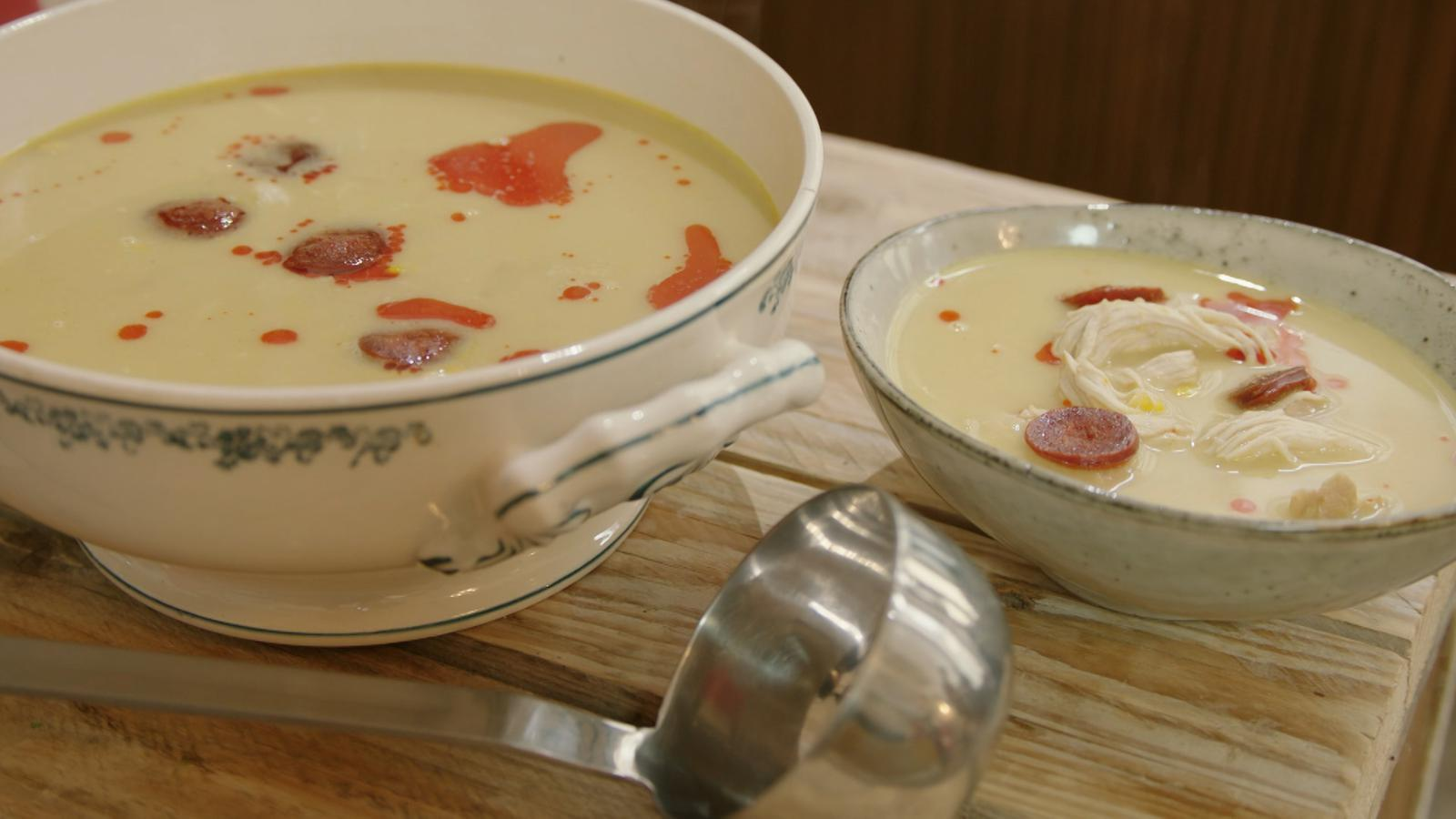 Maïssoep met kip en chorizo