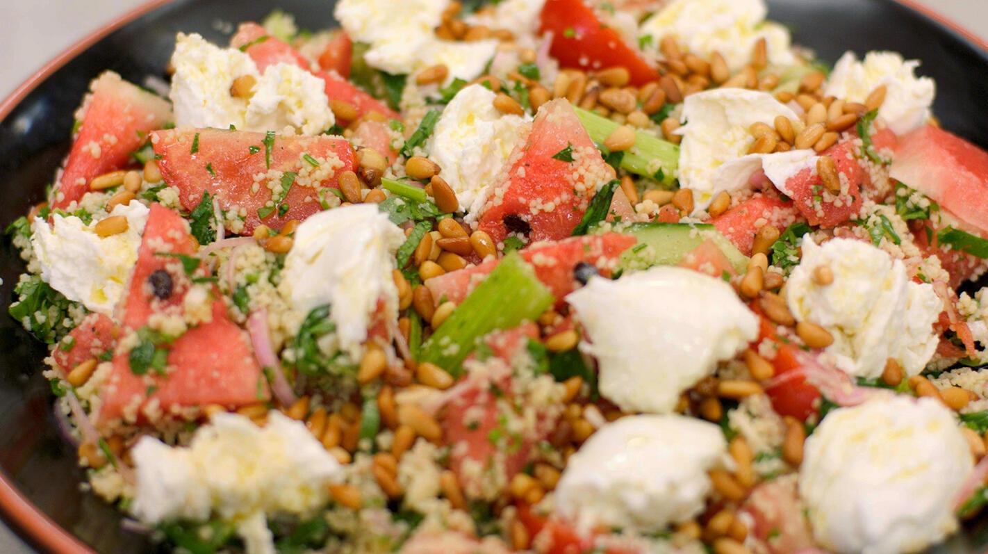 Couscoussalade met groenten, watermeloen en mozzarella