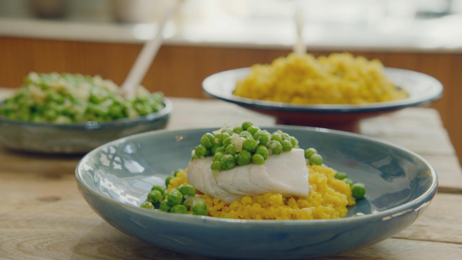 Schelvis met bulgur risotto, erwtjes en saffraan