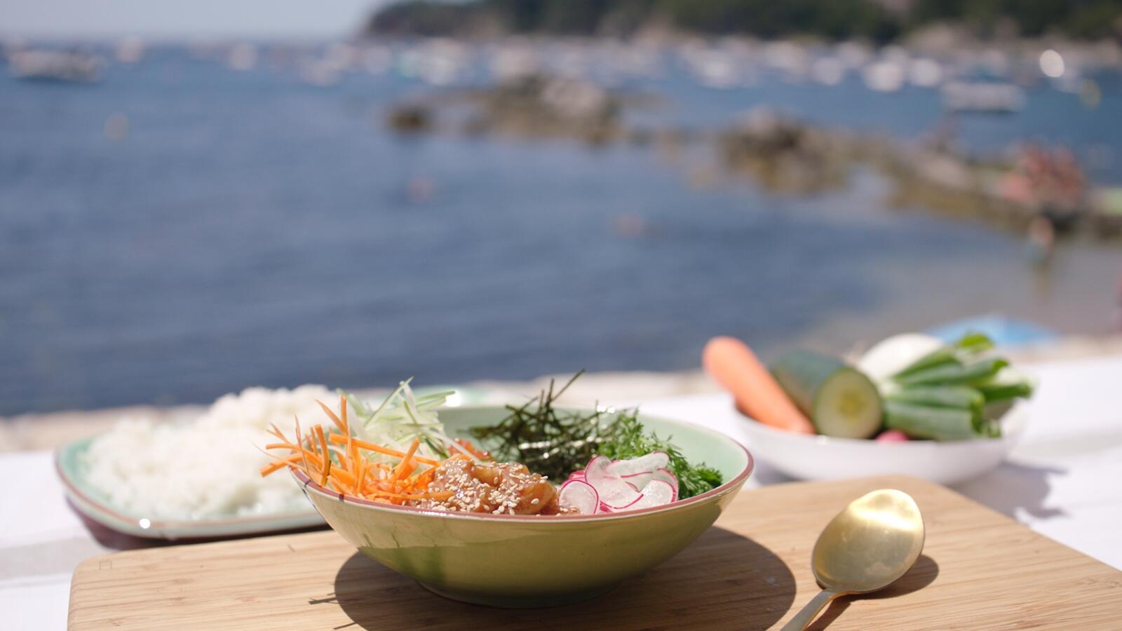 Sushi sashimi bowl